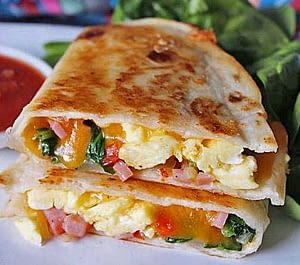 Brunch-Quesadilla-med-Tacosauce