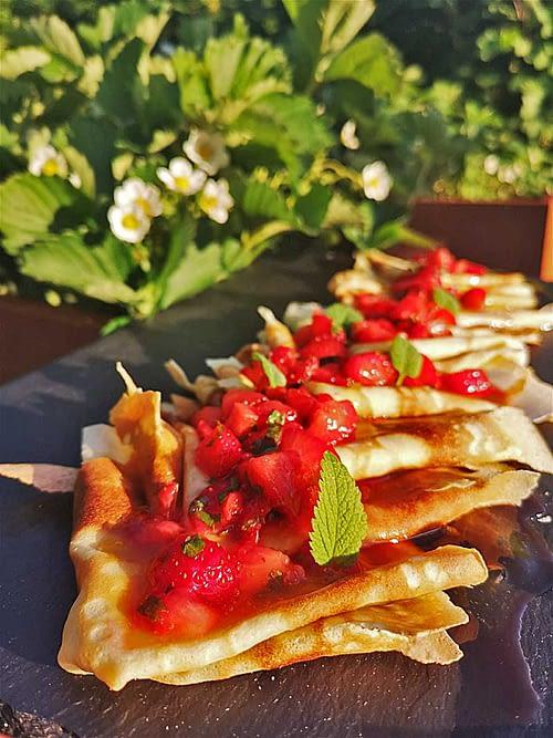 Pandekager-med-Jordbærsalsa